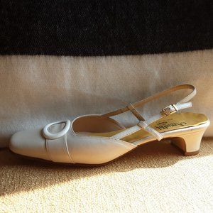 Amalfi by Rangoni Cream Kitten Heel Sling Back 9.5